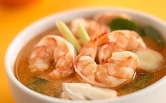 Canh chua tôm kiểu Thái