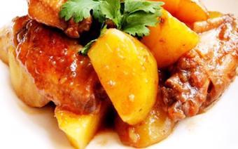 Cánh gà om khoai tây