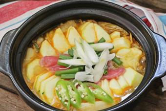 Canh kim chi chua cay