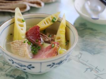 Canh vịt nấu măng thơm ngon