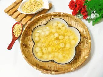 Chè đậu xanh nấu hạt sen