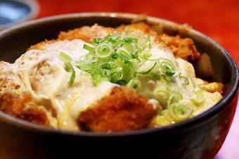 Katsudon - Cơm thịt heo tẩm bột Nhật Bản