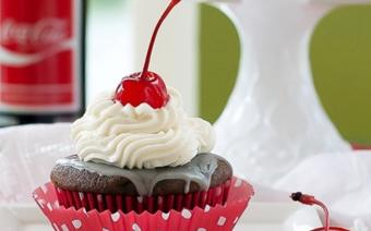 Cupcake cherry mix coca-cola