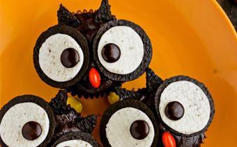 Cupcake cú mèo cho bữa tiệc Halloween