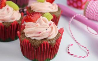 Cupcake dâu tây kiwi