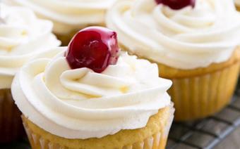 Cupcake mứt cherry