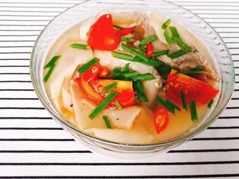 Đầu cá hồi nấu canh chua
