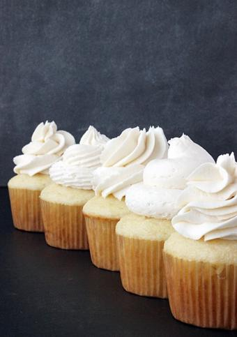 Kem bơ vani phủ bánh siêu dễ