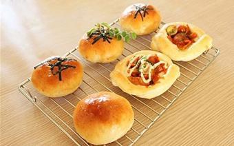 Bánh mì nhân gạo cay Hàn Quốc