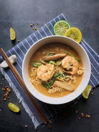 Mì hải sản soup đậu phộng kiểu Thái