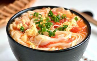Mì nấu trứng cà chua