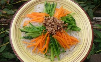 Miến trộn với rau cải