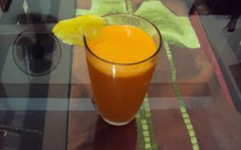 Nước ép thơm và cà rốt