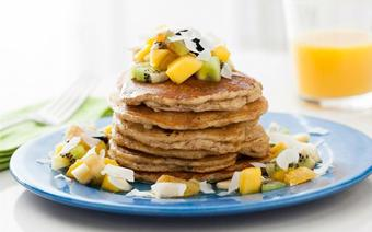 Pancake hạnh nhân hoa quả