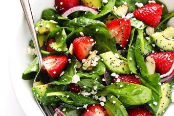 Salad bơ dâu rau bina