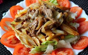 Salad bò khoai tây chiên