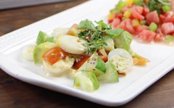 Salad bơ trứng cút
