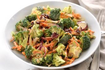 Salad bông cải sốt yogurt