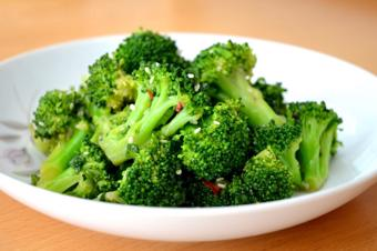 Salad bông cải xanh đơn giản