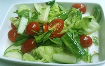 Salad cà chua bi trộn cay