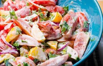 Salad cà chua hành tây sốt mayonnaise