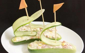 Salad cá ngừ hình chiếc thuyền