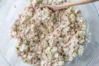 Salad cá ngừ trộn