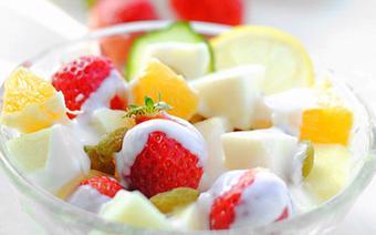Salad dâu tây táo