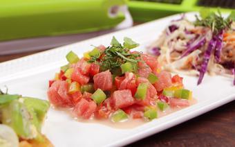 Salad dưa hấu ớt chuông trộn sốt Kewpie