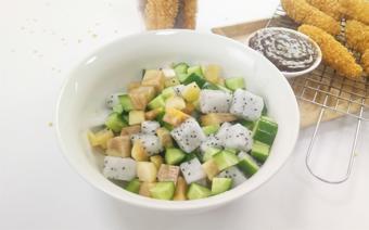 Salad dưa leo thanh long và hồng giòn