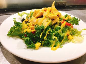 Salad gà nướng tiêu đen