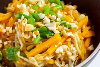 Salad nấm kim châm bí đỏ
