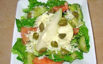 Salad Pesto với lê và nụ bạch hoa
