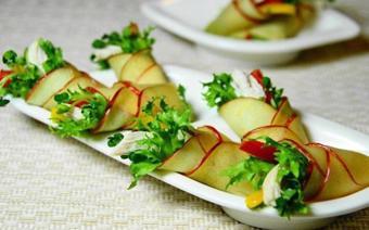 Salad táo cuộn