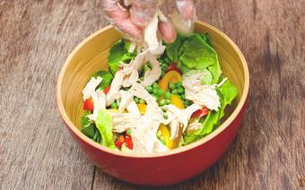 Salad thịt gà trộn rau củ