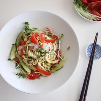 Salad thịt gà trộn rau củ tươi mát