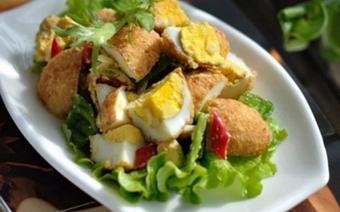 Salad trứng chiên trộn tỏi