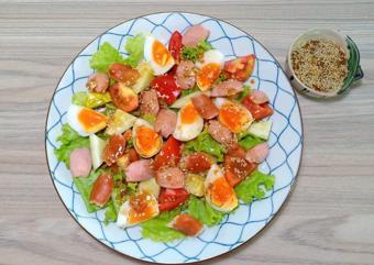 Salad xúc xích trứng luộc