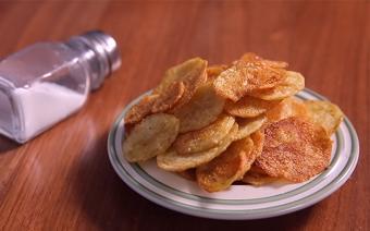 Snack khoai tây bằng lò vi sóng