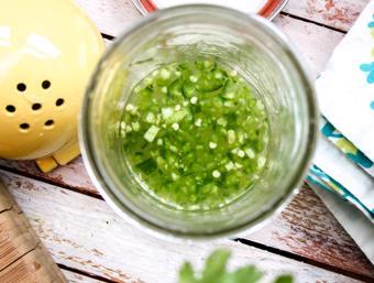 Sốt chanh ngò rí trộn salad