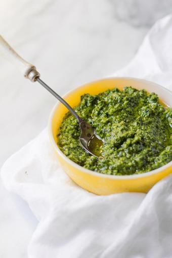 Sốt Pesto cải xoăn hạt óc chó