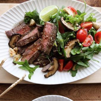 Steak bò trộn rau nấm đông cô