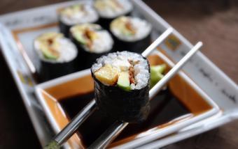 Sushi bơ trứng
