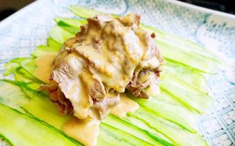 Thịt bò Hokkaido Holstein nướng vĩ cuộn dưa leo