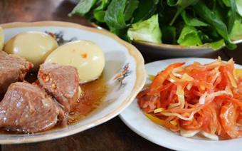 Thịt kho trứng nước dừa