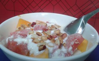 Trái cây trộn sữa chua