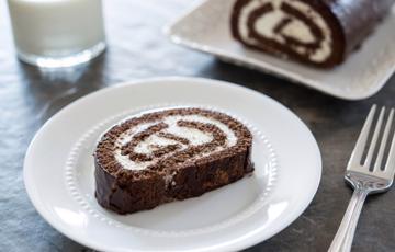 Bánh bông lan cuộn chocolate