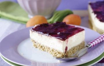 Bánh cheesecake dưa vàng cherry