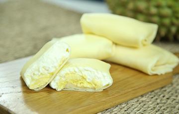 Bánh crepe cuộn nhân sầu riêng