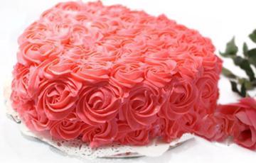 Bánh kem hoa hồng tặng mẹ